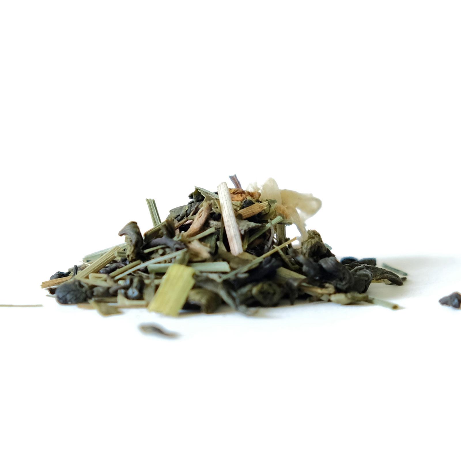 Association feuilles de thé verts et noirs
