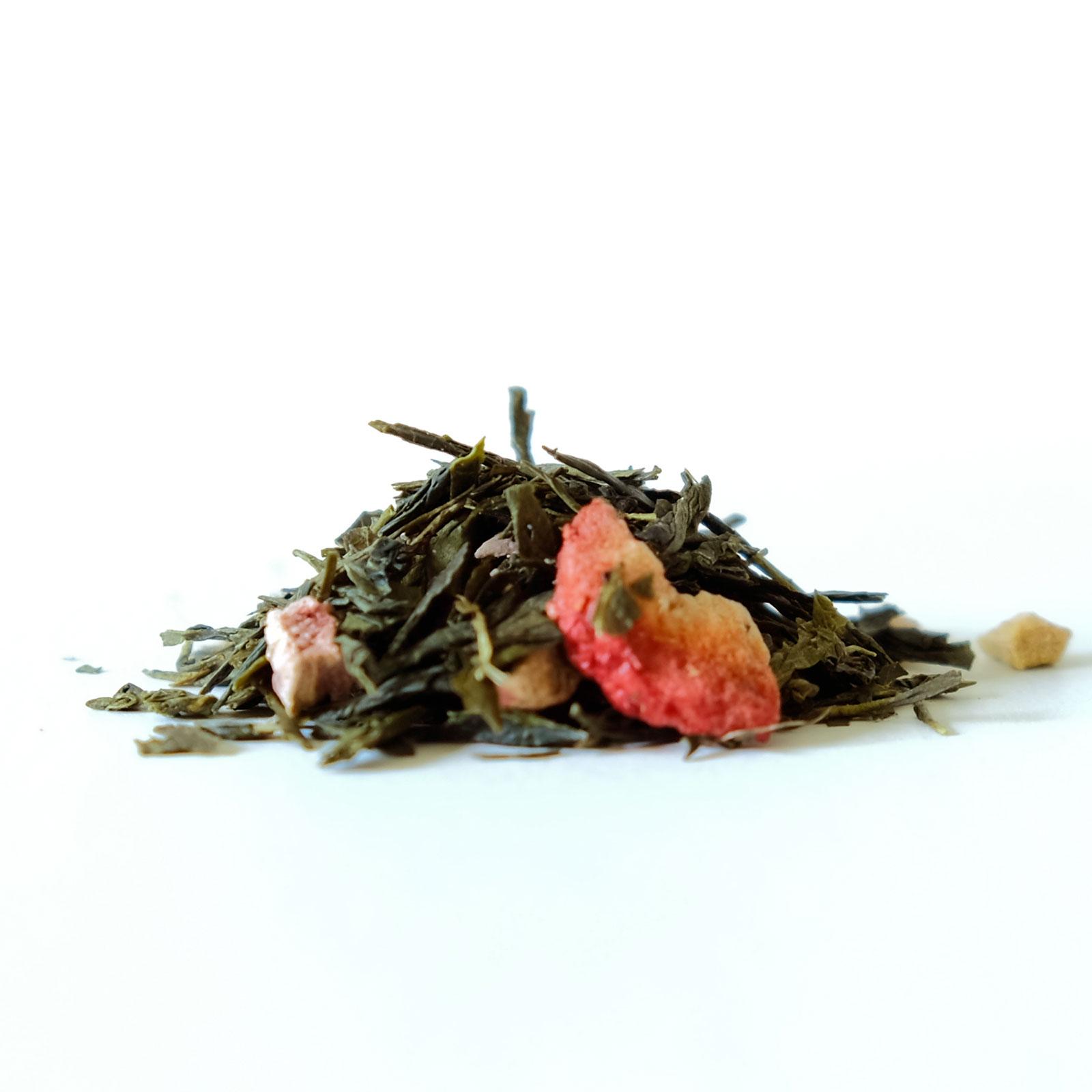 Feuilles de thé vert avec morceaux de fruits