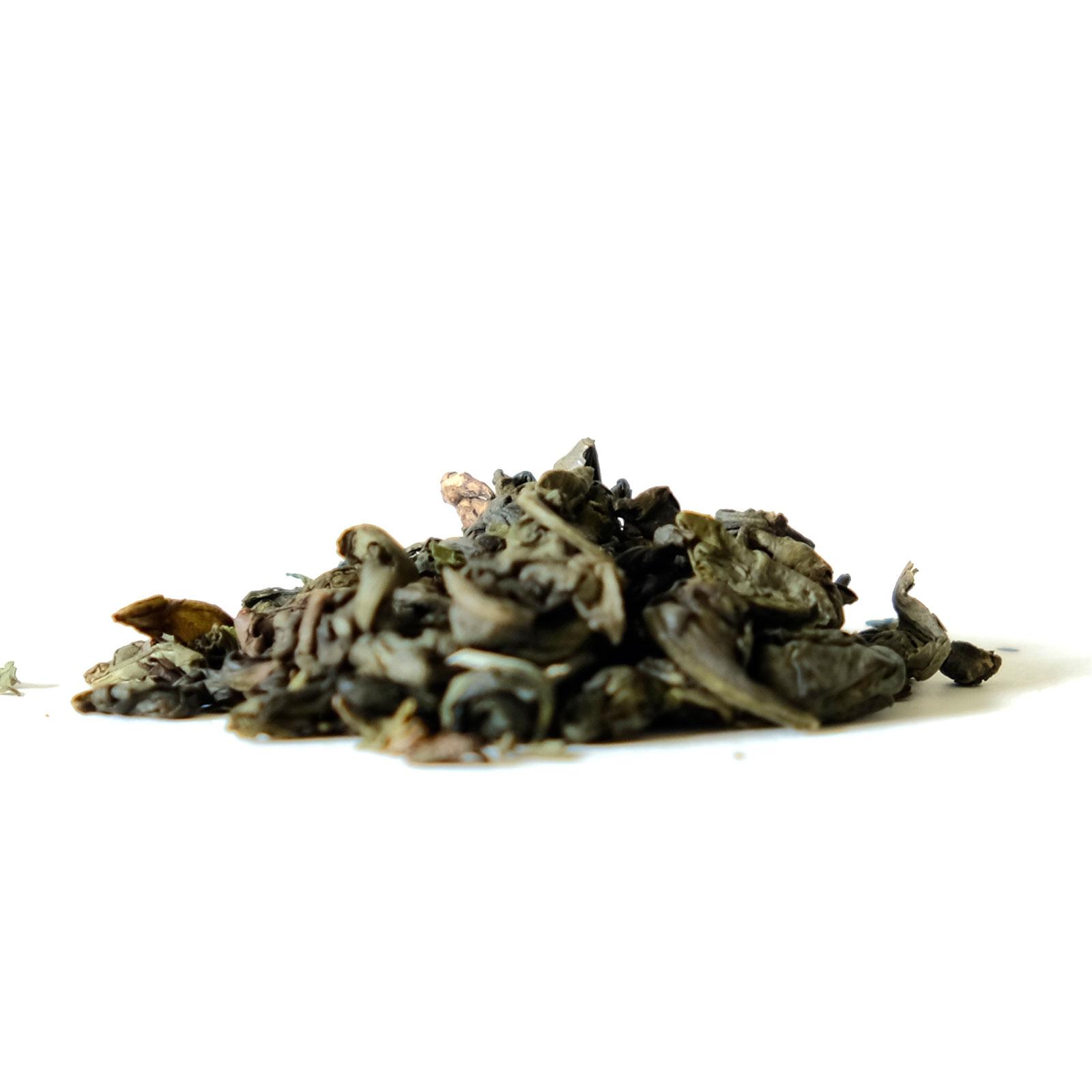 Association feuilles de thé vert et feuilles de menthe